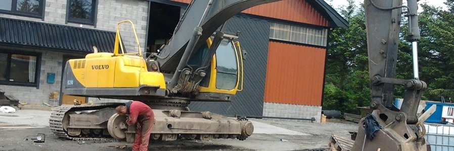<p>We provide service and maintenance on heavy construction machinery and equipment for our customers</p>